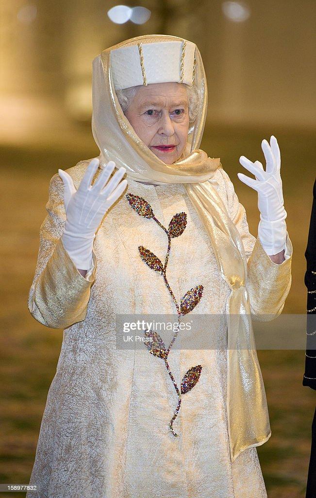 Queen Visits Gulf : News Photo
