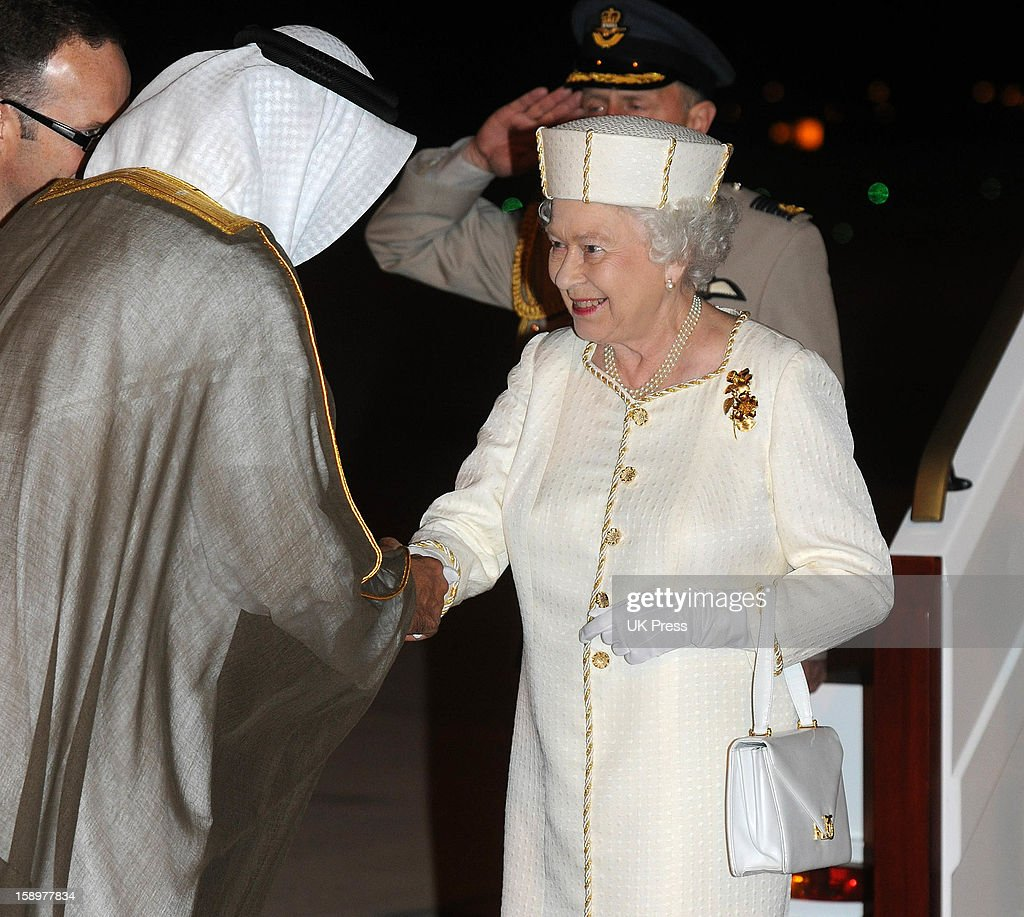 Queen Visits Gulf : News Photo