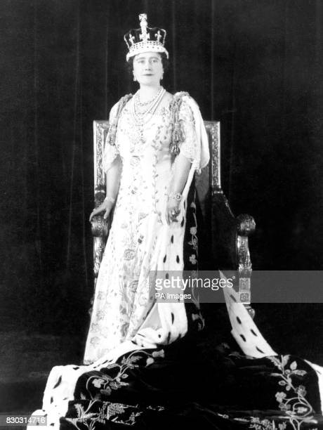 Queen Elizabeth with her crown and coronation robes