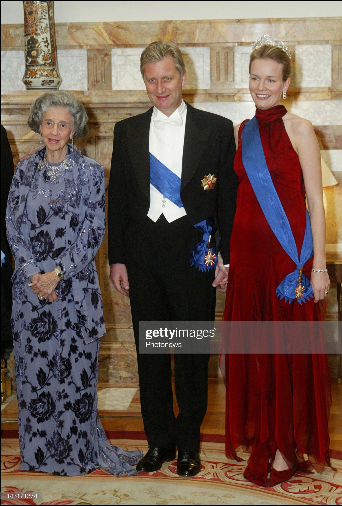 Вечерние наряды Королевы Матильды Queen Fabiola of Belgium... : News Photo