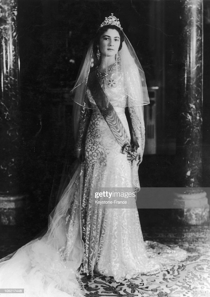 Queen Farida Of Egypt In Her Wedding Dress : News Photo