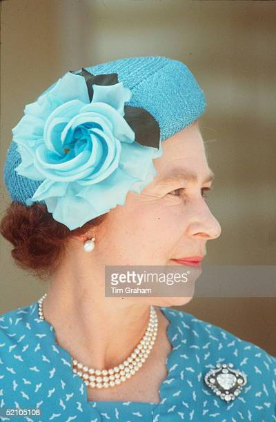 Queen In Tuvalu South Pacific Wearing The Cullinan V Heart Brooch