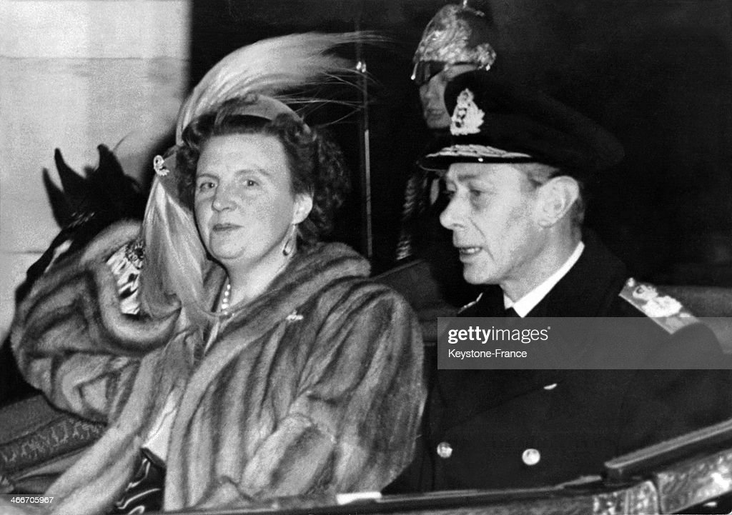 Queen Juliana And King George VI : News Photo