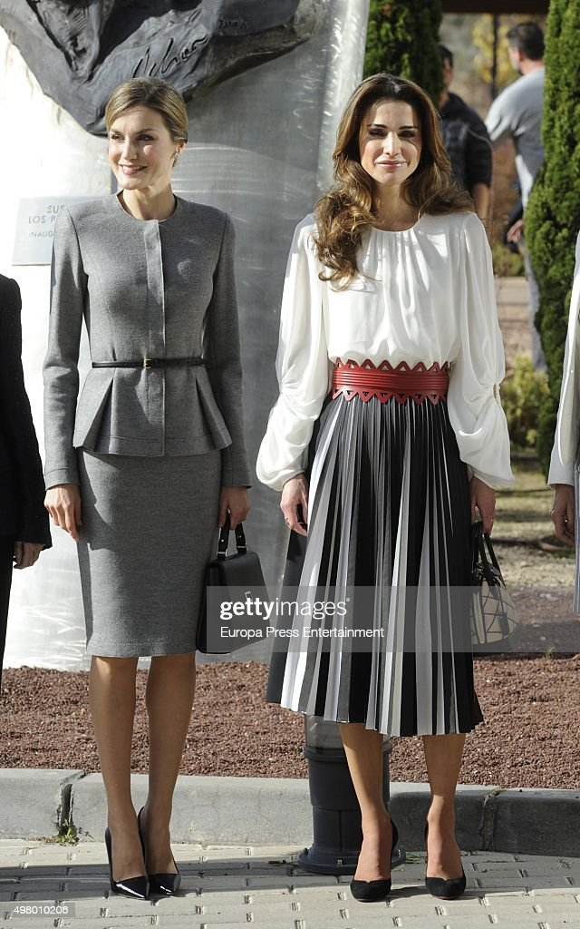 Queen Letizia of Spain and Queen Rania of Jordan Visit a Molecular Biology Centre : News Photo