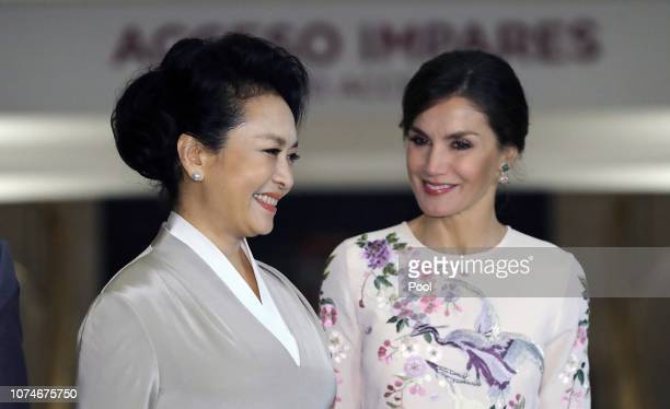 Queen Letizia and the first lady of China Peng Liyuan during their tour of the Royal Theater of Madrid on the first day of the State visit of Chinese...