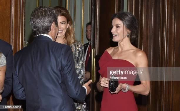 Queen Letizia of Spain and Argentina's First Lady Juliana Awada greet actor Ricardo Darin during a reception hosted by Spanish Royals at the Four...