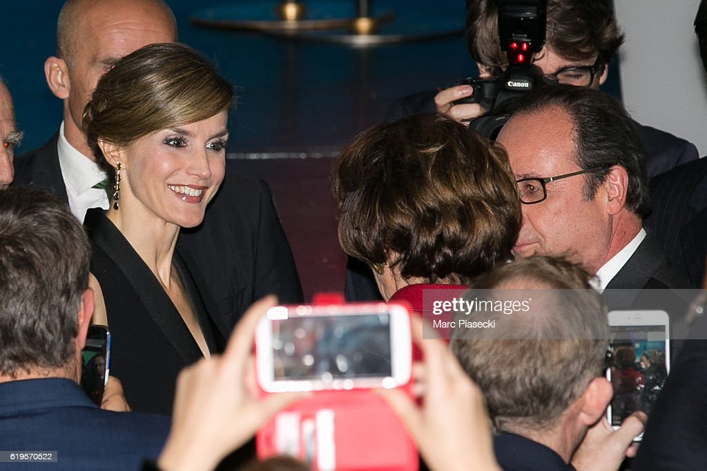 Queen Letizia of Spain attends the 2016 World Cancer Congress Delegate Services At Palais Des Congres in Paris : News Photo