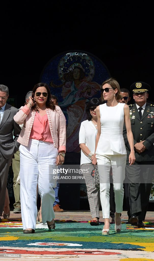 Queen Letizia of Spain (R) and Honduran First Lady Ana de Hernandez (L) leave the cathedral in Comayagua, 80 km north of Tegucigalpa on May 26, 2015. Queen Letizia started Monday a two-day visit to Honduras to supervise Spanish cooperation programs in the country. AFP PHOTO / Orlando SIERRA