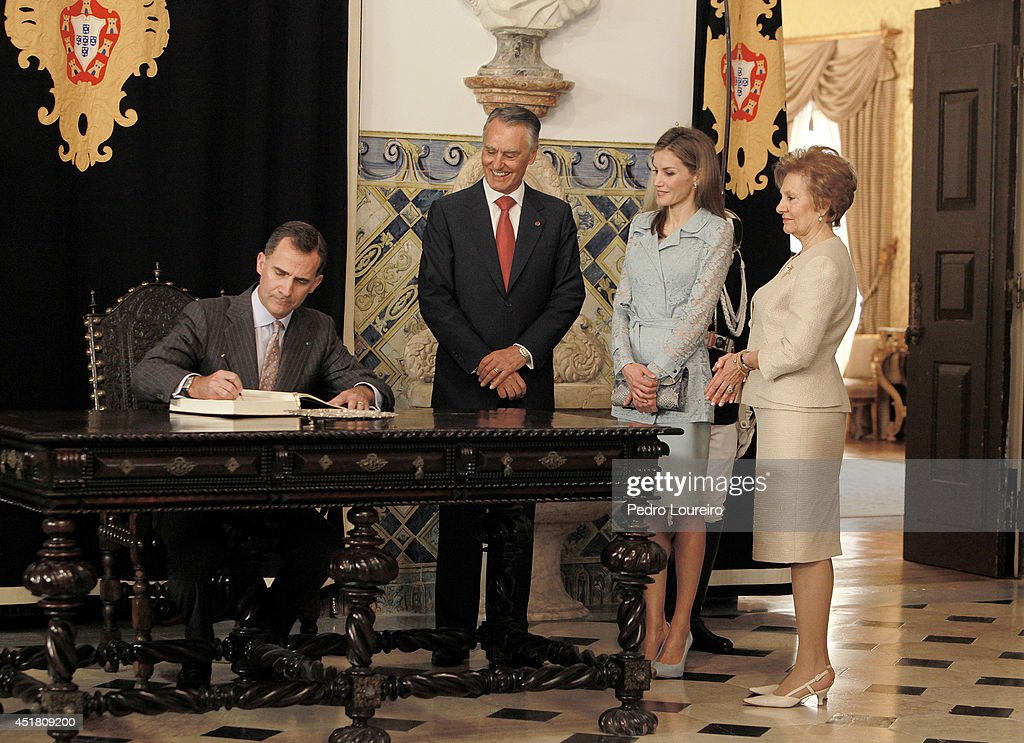 Queen Letizia of Spain and King Felipe VI of Spain are greeted by First Lady of Portugal, Maria Cavaco and President Anibal Cavaco Silva of Portugal as they attend an official visit to Portugal on July 7, 2014 in Lisbon, Portugal.