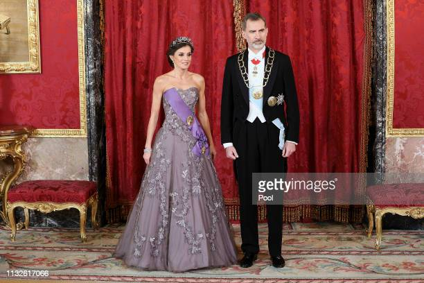 Queen Letizia of Spain and King Felipe VI of Spain attend a Gala Dinner in honour of Peruvian President Martin Alberto Vizcarra and wife at the Royal...