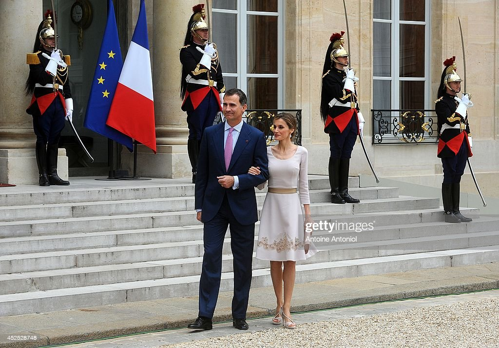 Queen Letizia of Spain and King Felipe VI of Spain leaves the the Elysee Palace on July 22, 2014 in Paris, France. King Felipe VI and Queen Letizia of Spain are in offical day visit in France.