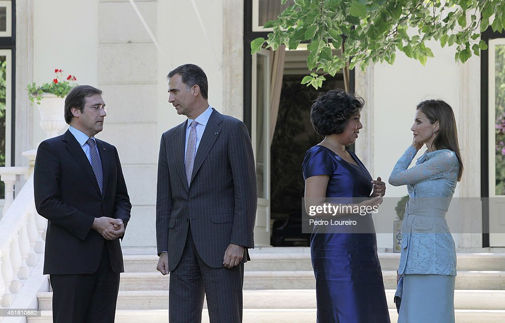 Queen Letizia of Spain and King Felipe VI of Spain with Pedro Passos Coelho and Laura Ferreira at S Bento palace in Lisbon on July 7, 2014 in Lisbon, Portugal.