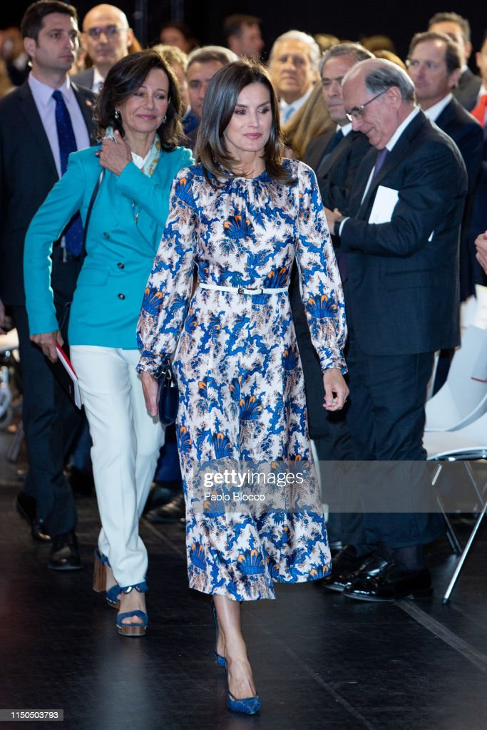 Queen Letizia Of Spain Attends 'Proyectos Sociales De Banco Santander' Awards : News Photo