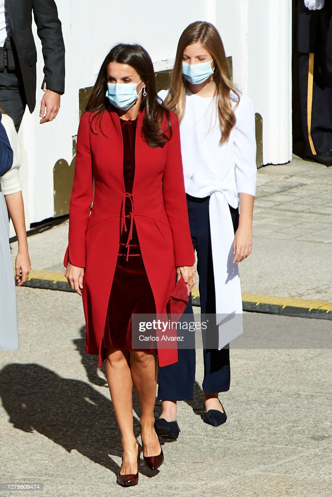 Spanish Royals Attend The National Day Military Parade : Photo d'actualité