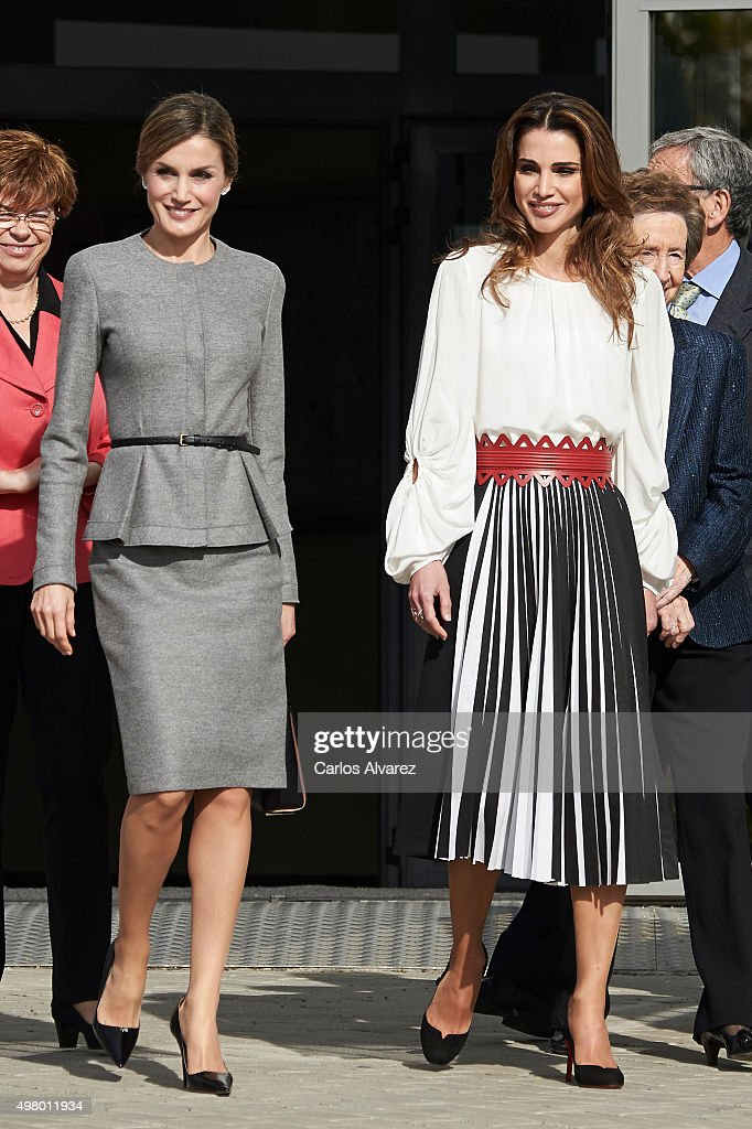 Queen Letizia of Spain and Queen Rania of Jordan Visit a Molecular Biology Center : News Photo