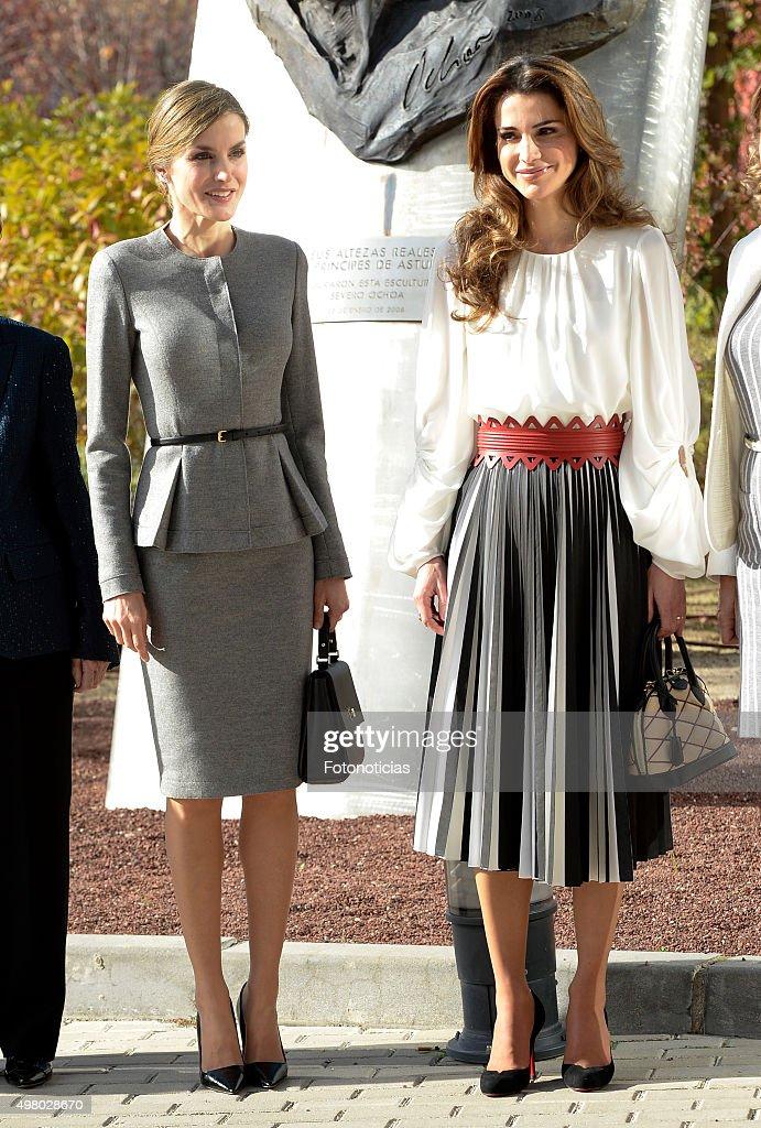 Queen Letizia of Spain and Queen Rania of Jordan Visit a Molecular Biology Centre : News Photo