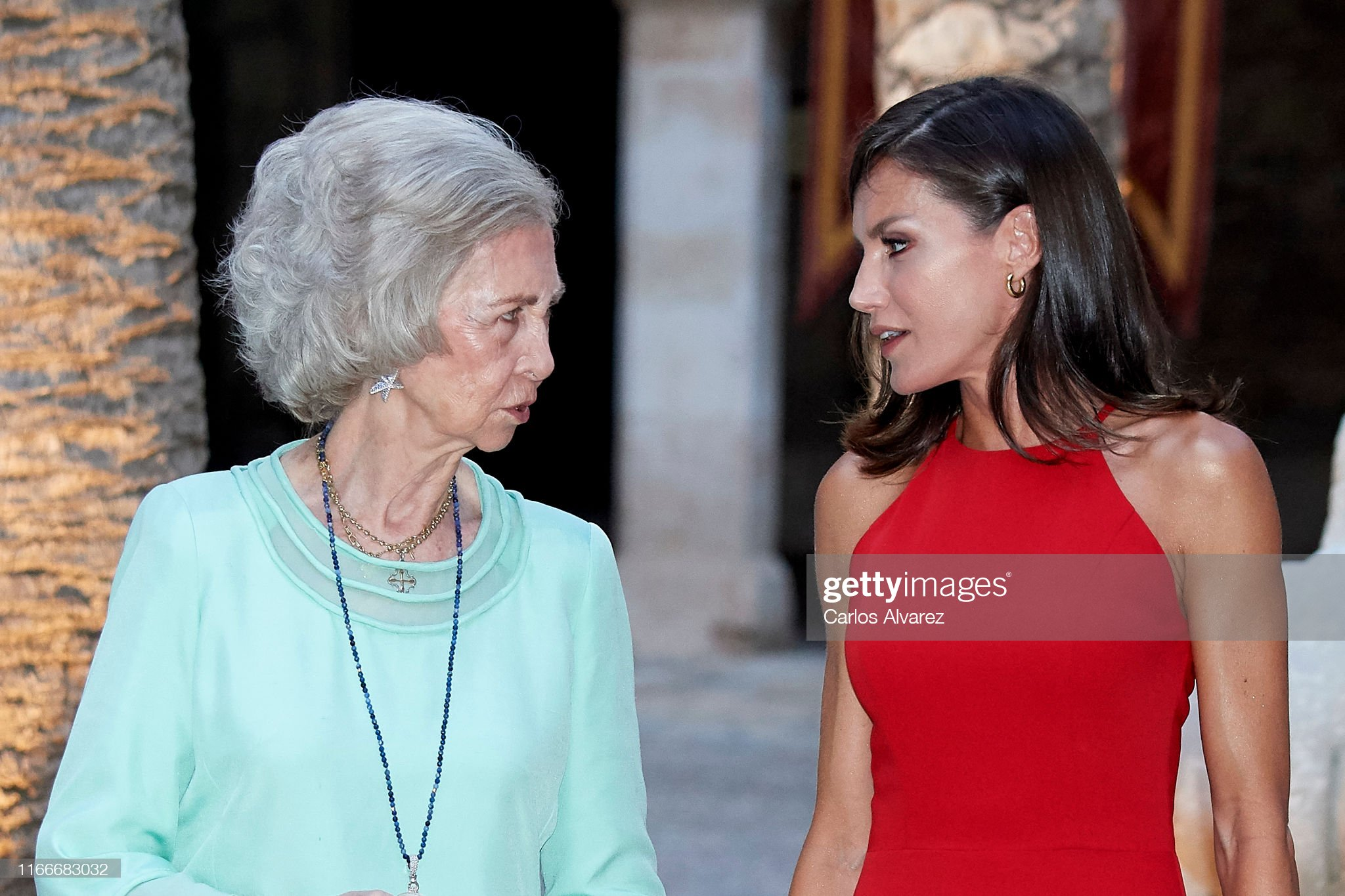 https://media.gettyimages.com/photos/queen-letizia-of-spain-and-queen-sofia-host-a-dinner-for-authorities-picture-id1166683032?s=2048x2048