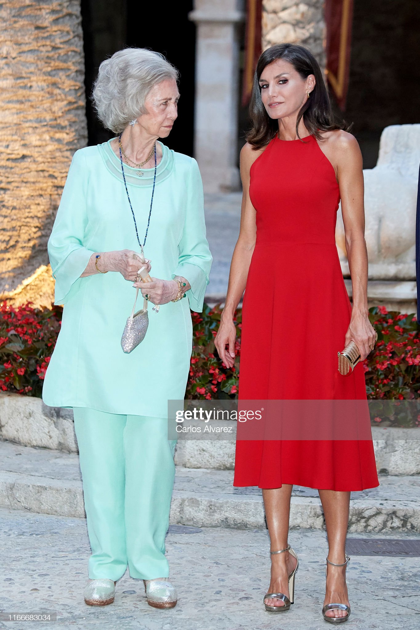 https://media.gettyimages.com/photos/queen-letizia-of-spain-and-queen-sofia-host-a-dinner-for-authorities-picture-id1166683034?s=2048x2048