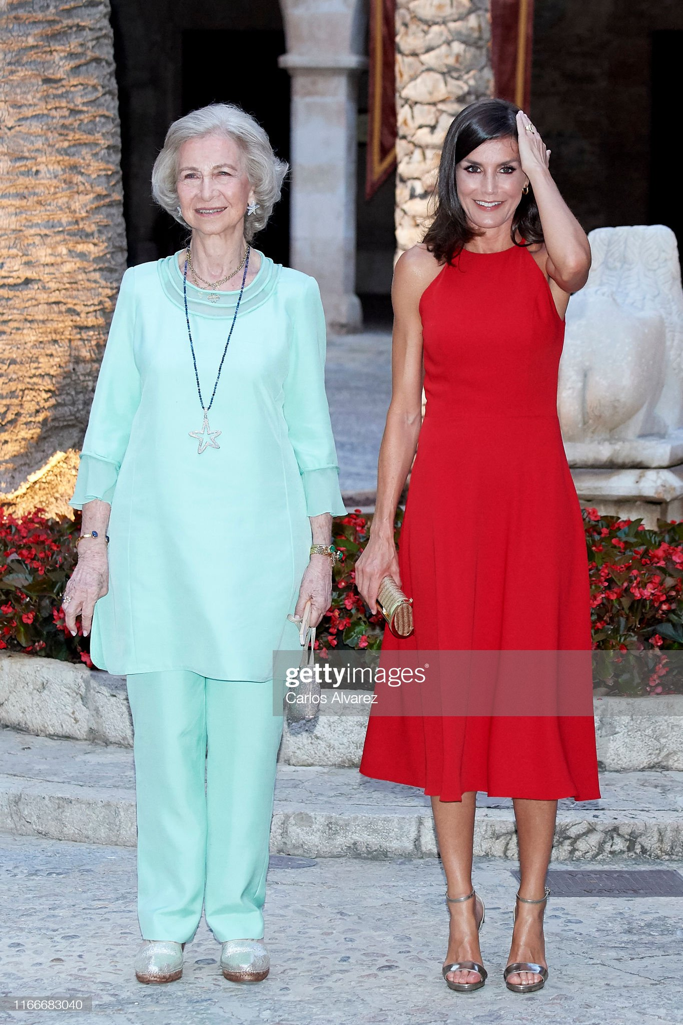 https://media.gettyimages.com/photos/queen-letizia-of-spain-and-queen-sofia-host-a-dinner-for-authorities-picture-id1166683040?s=2048x2048