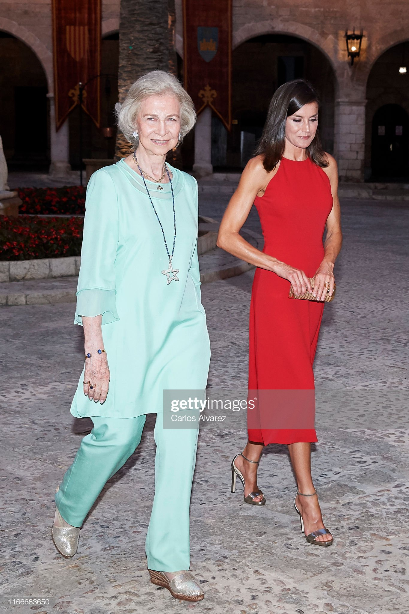 https://media.gettyimages.com/photos/queen-letizia-of-spain-and-queen-sofia-host-a-dinner-for-authorities-picture-id1166683650?s=2048x2048