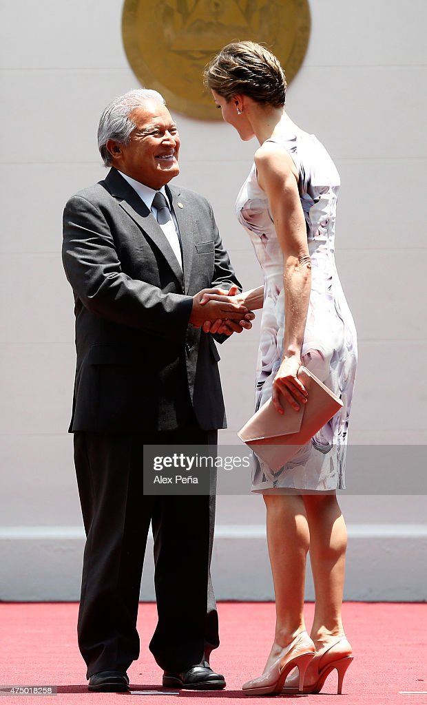 Queen Letizia of Spain and Salvador Sanchez Ceren President of El Salvador greet during an official welcome ceremony at Presidential Palace during Letizia of Spain visit to El Salvador on May 28, 2015 in San Salvador, El Salvador.