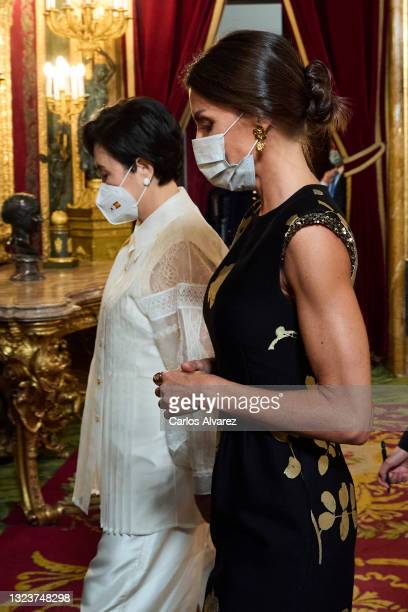 Queen Letizia of Spain and South Korean first lady Kim Jung-sook attend a State Dinner honouring Korean President at the Royal Palace on June 15,...