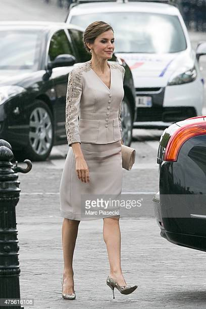 Queen Letizia of Spain arrives at Arc de Triomphe during the first day of a three-days official visit on June 2, 2015 in Paris, France.
