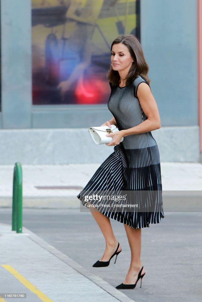 Queen Letizia Arrives At A Meeting With 'Fundeu BBVA' : Foto jornalística