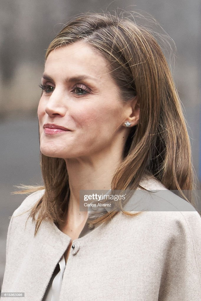 Queen Letizia Attends a Meeting at the CSME (Espana Mental Health Confederation) : News Photo