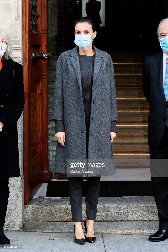 Queen Letizia Of Spain Arrives To A Meeting With 'FundeuRAE' : ニュース写真