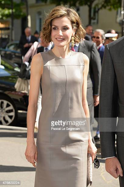 Queen letizia of Spain arrives to attend a meeting at the Library of the Cervantes institute on June 4 2015 in Paris France