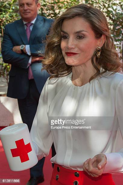 Queen Letizia of Spain asks for a donation to journalists the Red Cross World Day on October 5 2016 in Madrid Spain