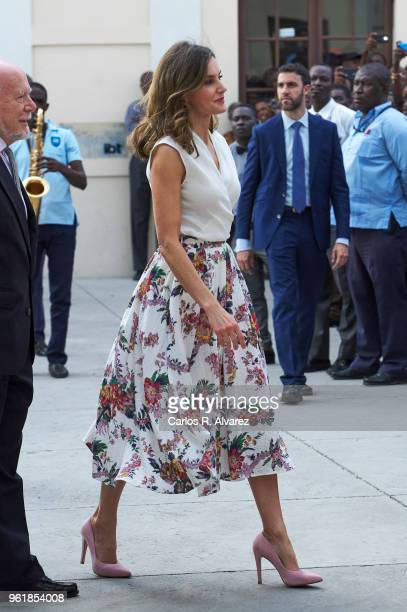 Queen Letizia of Spain attends a meeting of teachers and students of Spanish at the Alexandre Petion Liceo on May 23 2018 in PortauPrince Haiti Queen...