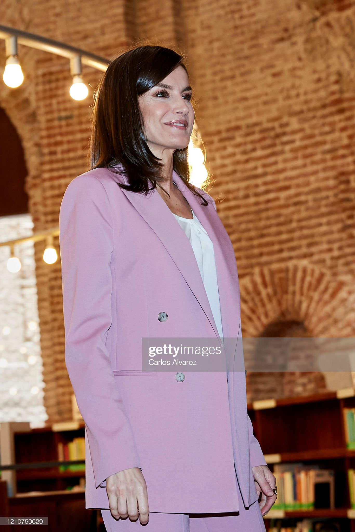 https://media.gettyimages.com/photos/queen-letizia-of-spain-attends-a-meeting-with-apramp-on-march-06-2020-picture-id1210750629?s=2048x2048