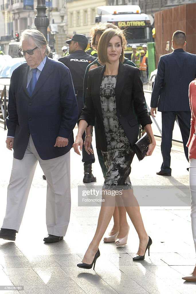 Queen Letizia Atends a Meeting With Members of AECC : News Photo