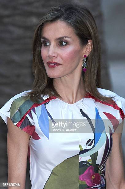 Queen Letizia of Spain attends a official reception at the Almudaina Palace on August 7 2016 in Palma de Mallorca Spain