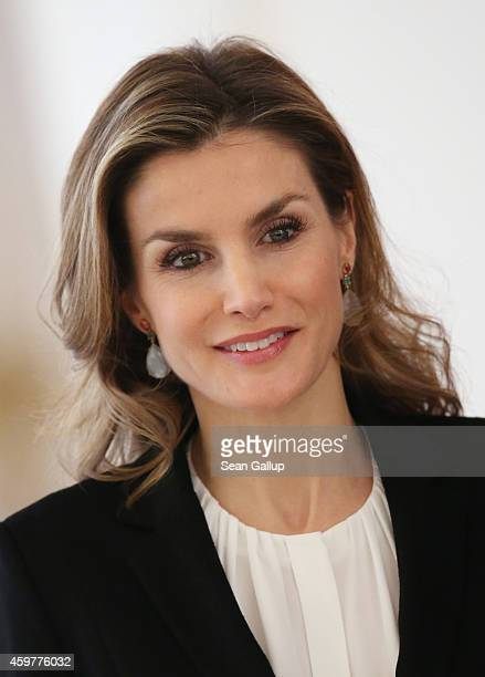 Queen Letizia of Spain attends a pressconference with her husband King Felipe VI at Schloss Bellevue presidential palace on December 1, 2014 in...