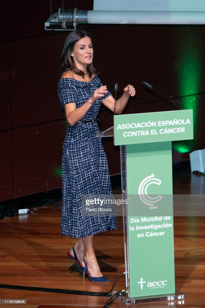 Queen Letizia Of Spain Attends AECC Event In Madrid : ニュース写真