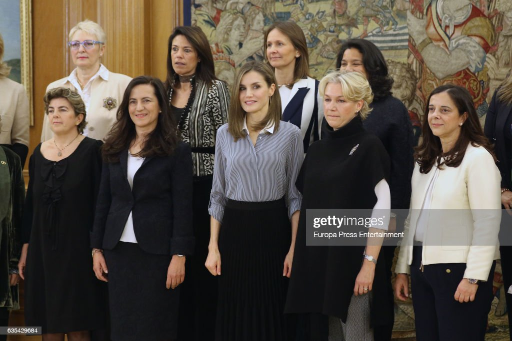Queen Letizia Attends Audiences at Zarzuela palace : ニュース写真