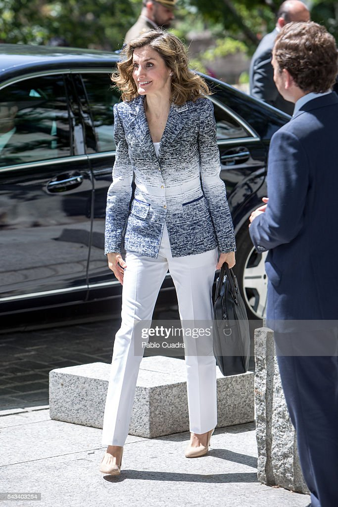 Queen Letizia Of Spain Attends 'Hambre Cero: Es Posible' Course : News Photo