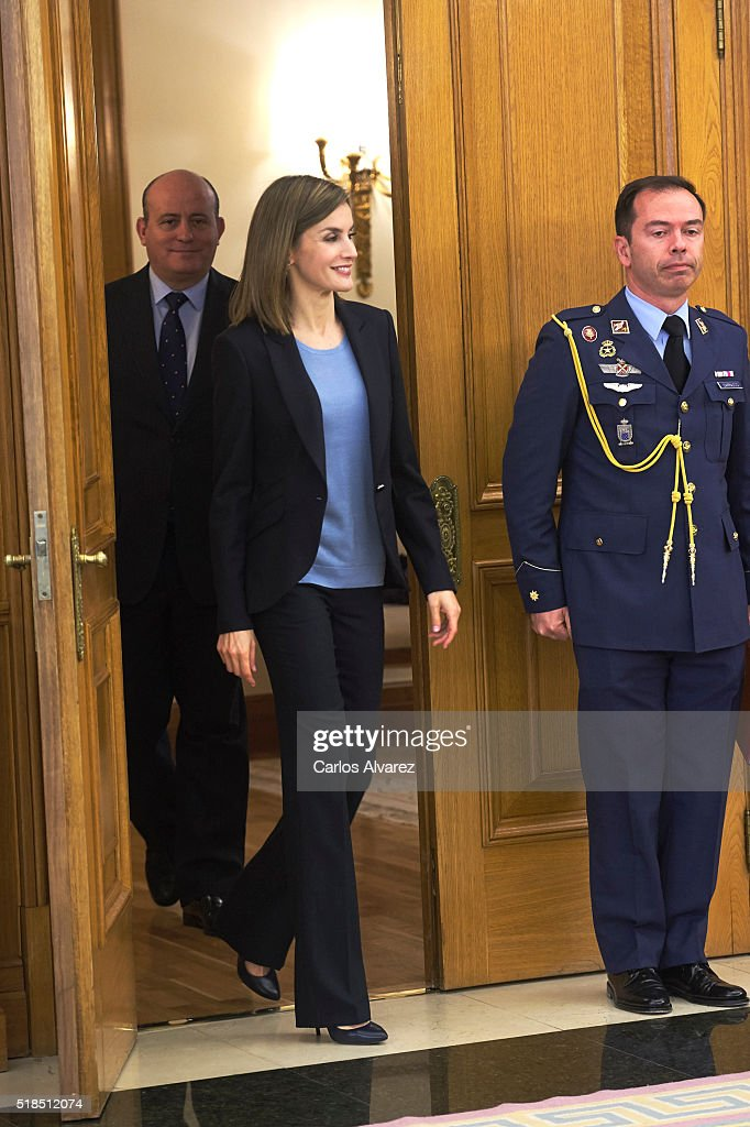 Queen Letizia of Spain Attend Audiences At Zarzuela Palace : ニュース写真