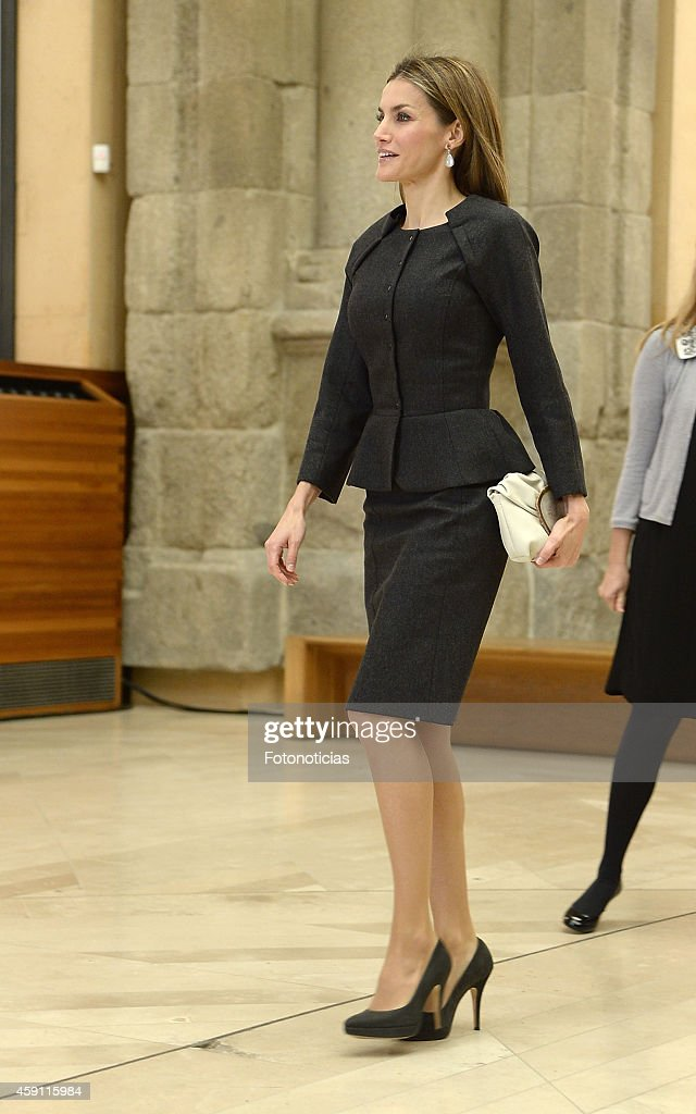 Queen Letizia Attends the 2013 Velazquez Plastic Arts Awards : News Photo