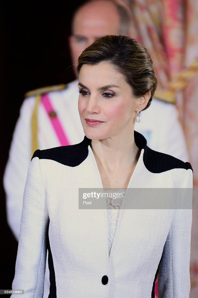 Spanish Royals Attend the Armed Forces Day Hommage Reception : Foto jornalística