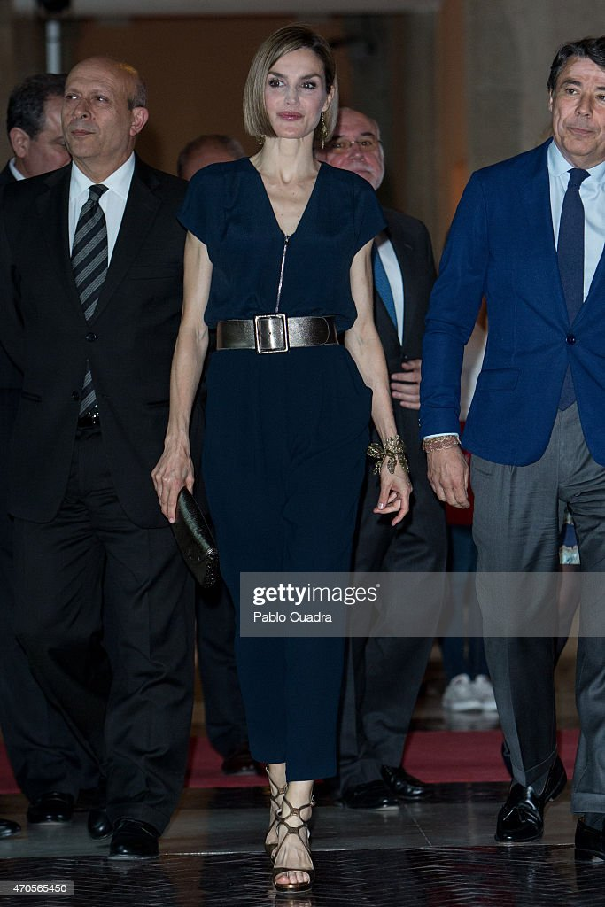 Queen Letizia Attends 'Barco de Vapor' and 'Gran Angular' Literature Awards : News Photo