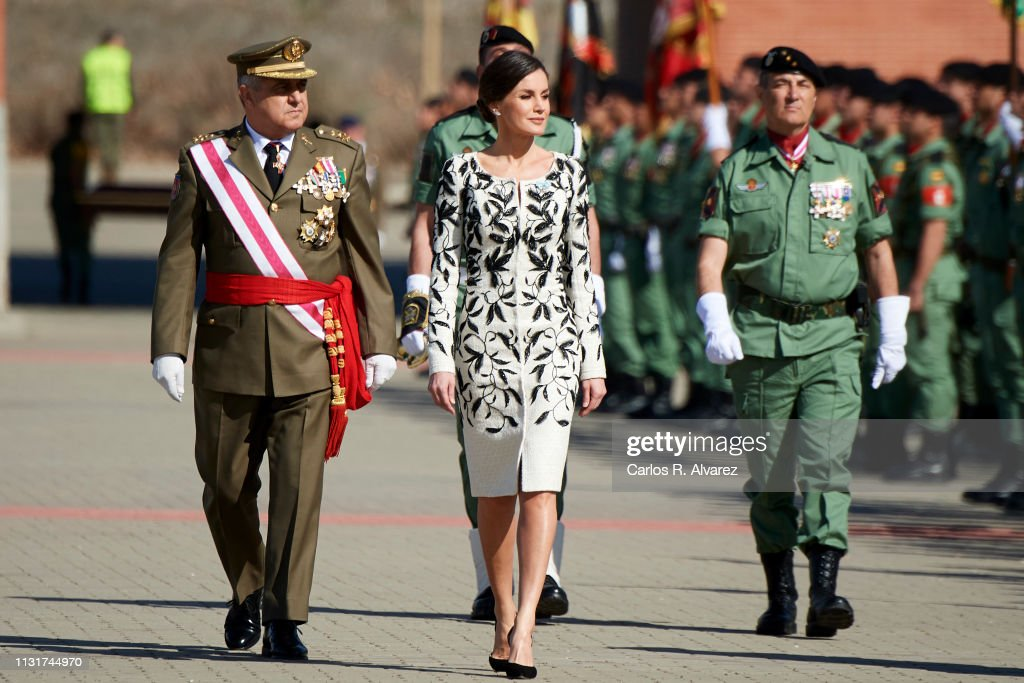 Queen Letizia Of Spain Delivers The National Flag To The Parachutists Of The 'Napoles' Infantry Cavalry : News Photo