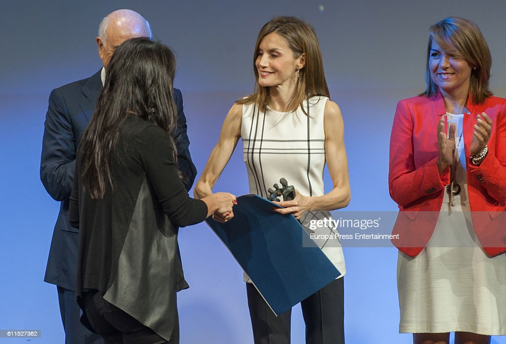 Queen Letizia of Spain Attends 'Accion Magistral Awards' 2016 : News Photo