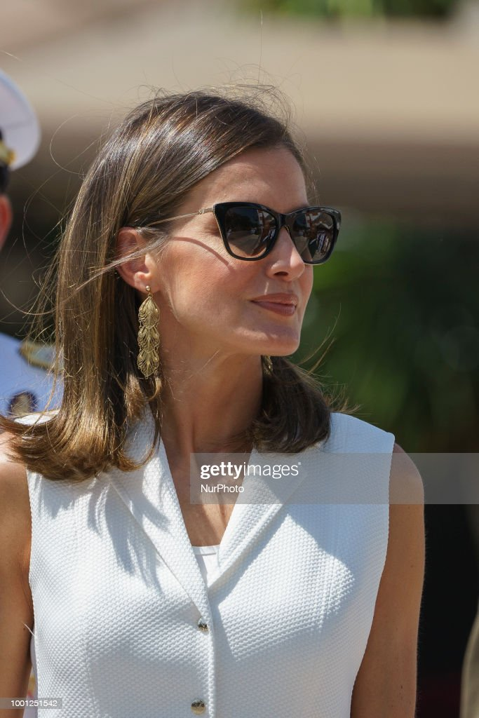 Spanish Royals Deliver The Real Offices In The Central Academy Of The Defense
