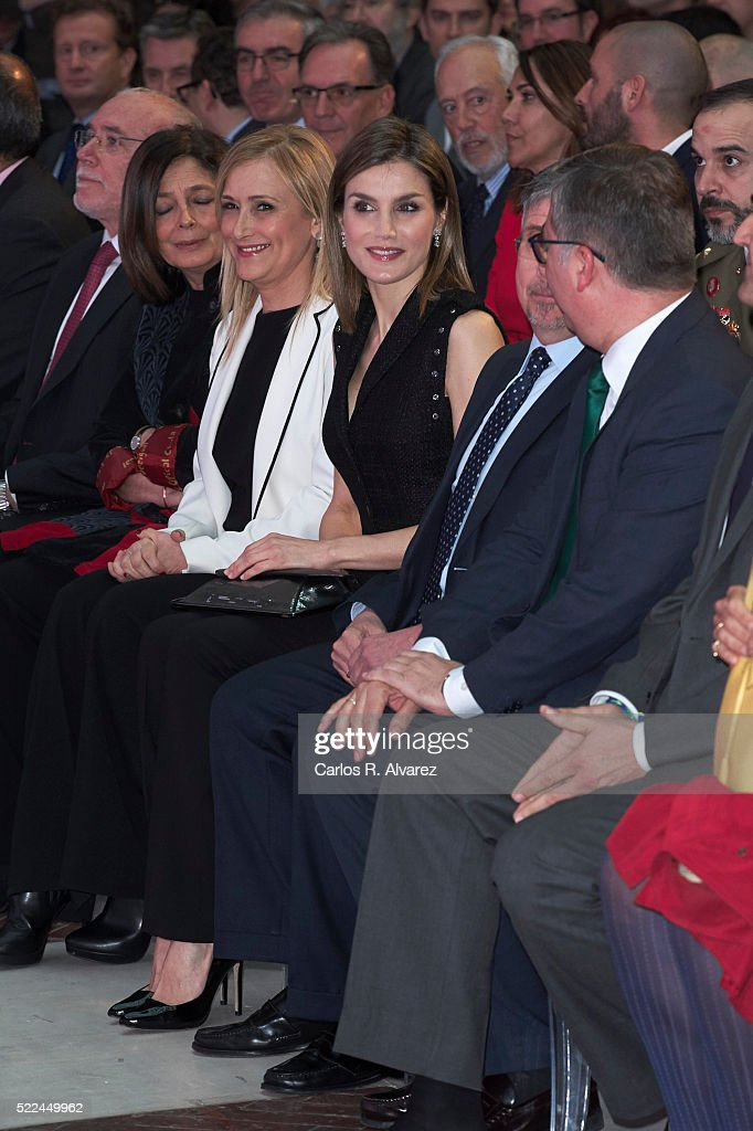 Queen Letizia of Spain Delivers 'Gran Angular' and 'El Barco De Vapor' Literature Awards : News Photo