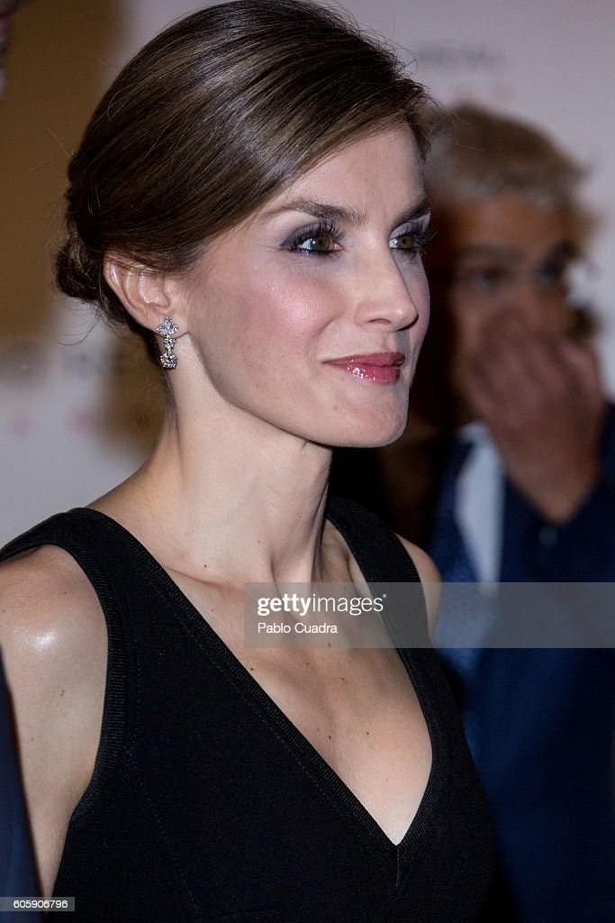 Queen Letizia of Spain attends the inaguration of the Royal Theatre Season on September 15, 2016 in Madrid, Spain.