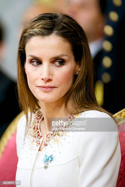 Queen Letizia of Spain attends the inauguration of King Felipe VI at the Parliament on June 19 2014 in Madrid Spain The coronation of King Felipe VI...